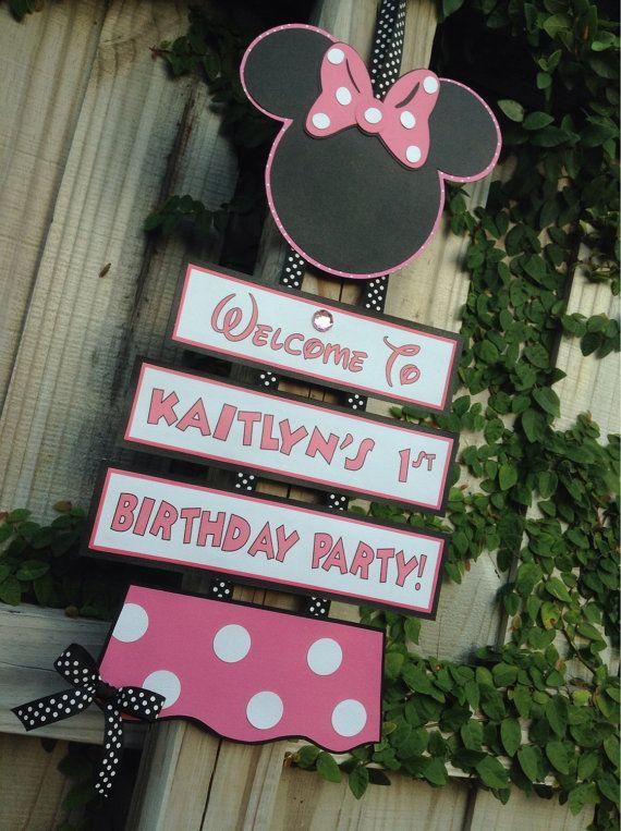 Minnie Mouse à la main personnalisé signe par ThePaperGirlbyANM