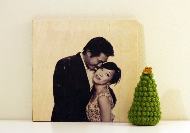 Photo To Wood Transfer- great gift idea (or for wedding decor!) and way to personalize! learn how to #DIY transfer a photo or graphic to canvas