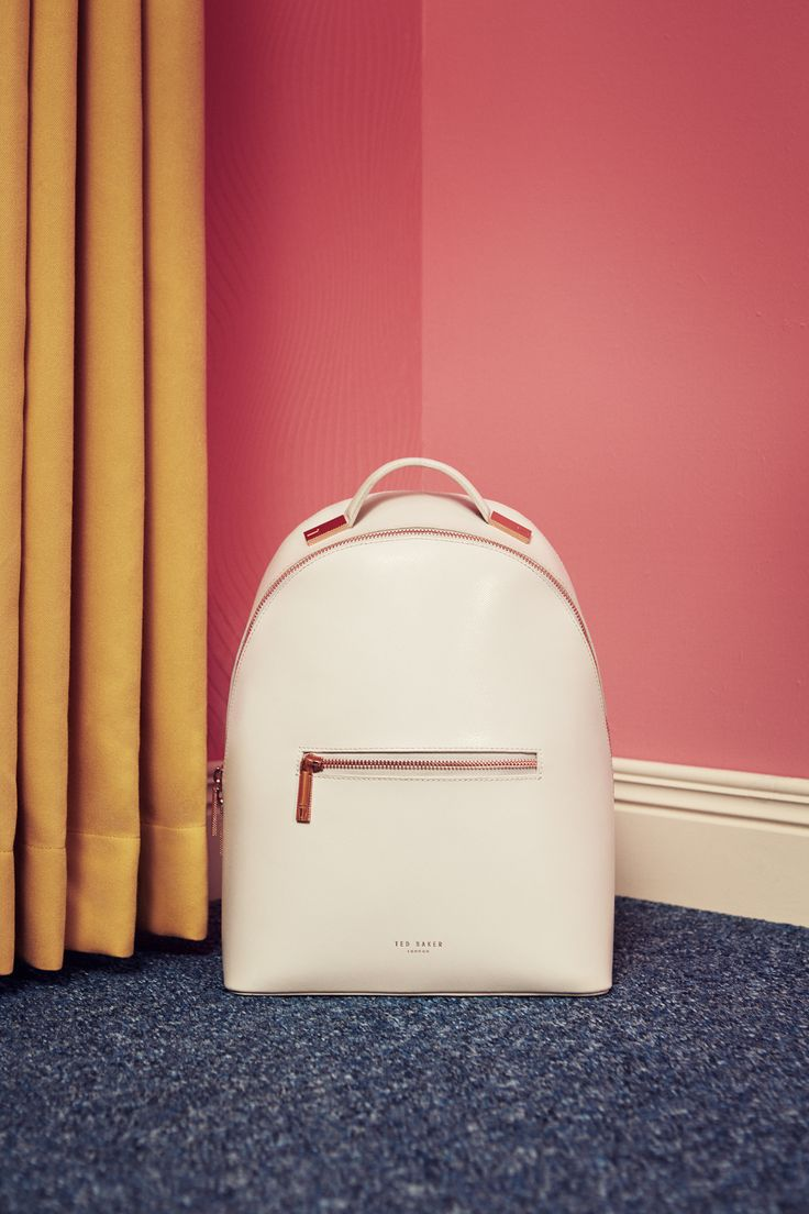 SHOP SS17: Time for a spring clean? Not only is Tara's house prim and proper, but also her outfit. Ted's pristine leather backpack is a must at the Baker's residence. From running errands to fanciful barbecues, Tara's essentials remain organised while on the go.