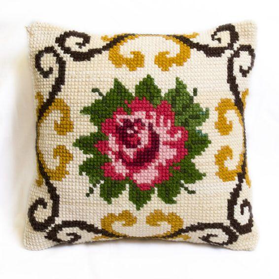 Подушка c ручной вышивкой, роза на белом, 37х37 Эти подушки ручной работы от Osha позволят вам наслаждаться красотой цветов в любое время года. Размер: 37х37 #cushion #pillow #hand-knitted #hand-made #openwork #decor #ukraine #madeinukraine #embroidery #cotton #linen #wool