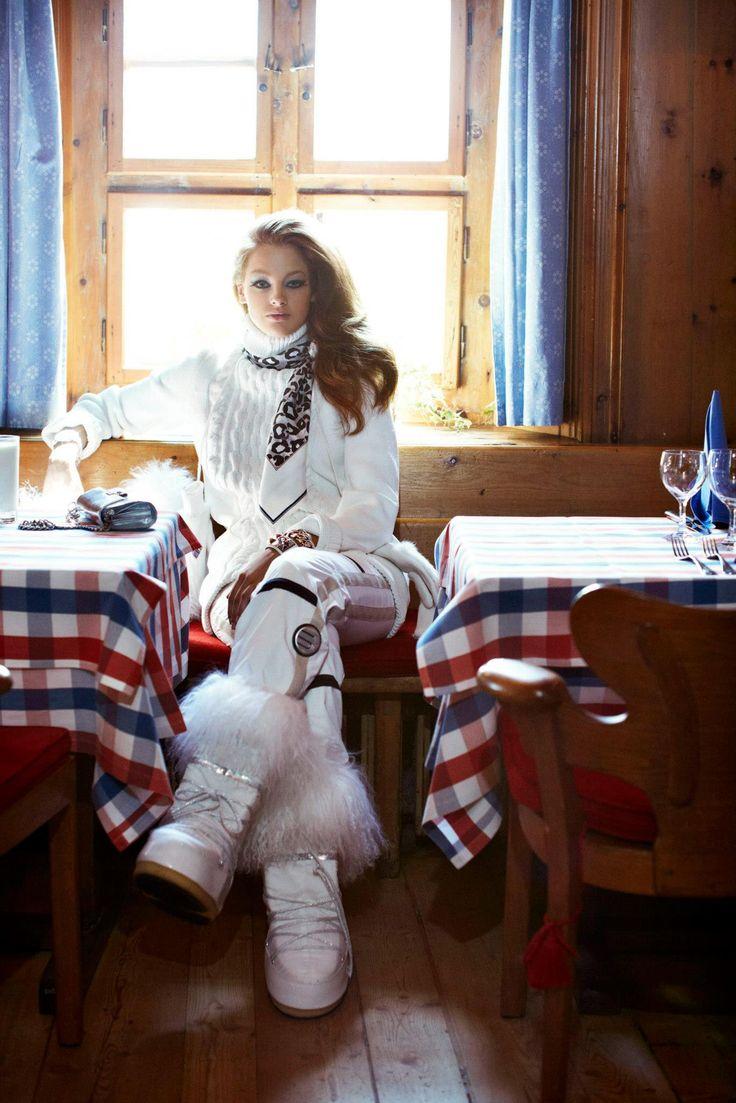 Apres Ski - So relaxed and elegant #helmethuggers #ski @elegantski