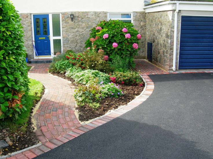 Block Paving path and edging to a tarmac drive