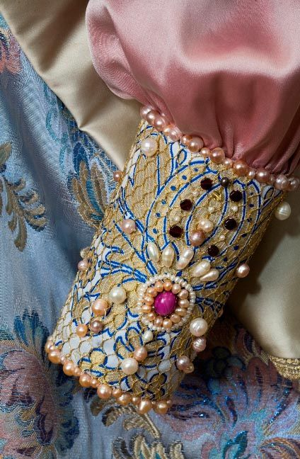 Russian noblewoman (boyarynya) costume in the fashion of the 17th century. Modern replica, inspired by the 1903 costume ball. Cuff of a blouse: pearls, semi-precious stones, gold thread; embroidery. #history #Russian #costume
