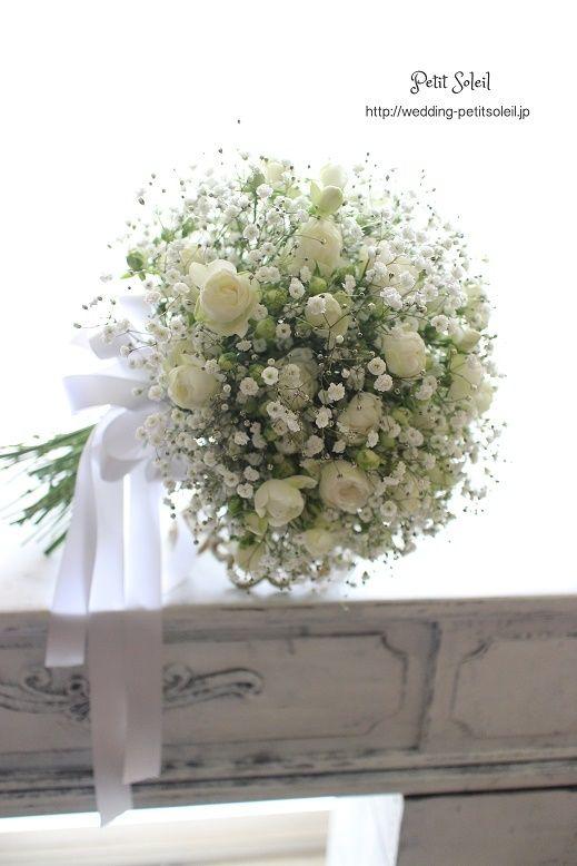 かすみ草とバラのクラッチブーケ Baby's breath bouquet