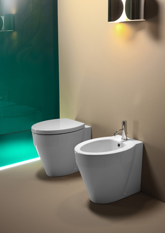 GSI ceramic | The Losanga range for floor outlet installation has a particularly sleek line that gives dynamism to solid objects that are also comfortable ergonomic. The Losanga floor outlet wc's are available with soft-closing toilet seat or standard.