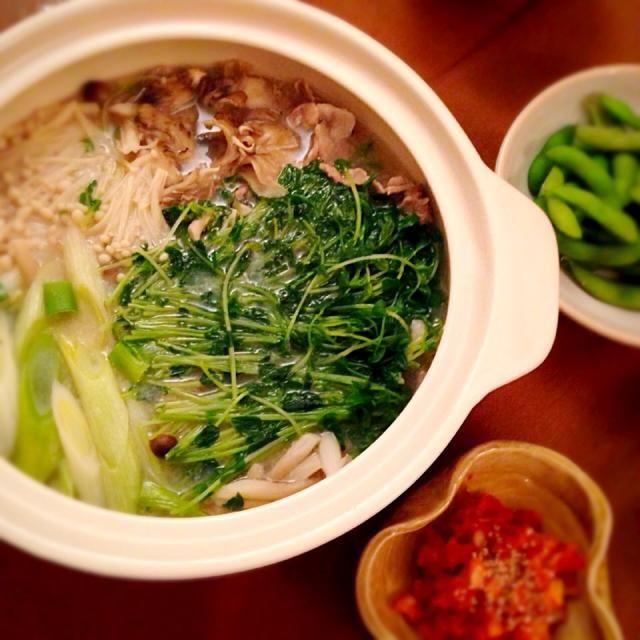 白菜いれずに豆苗で。美味しい! - 9件のもぐもぐ - 豆乳きのこ鍋♪ by yukatairawH6