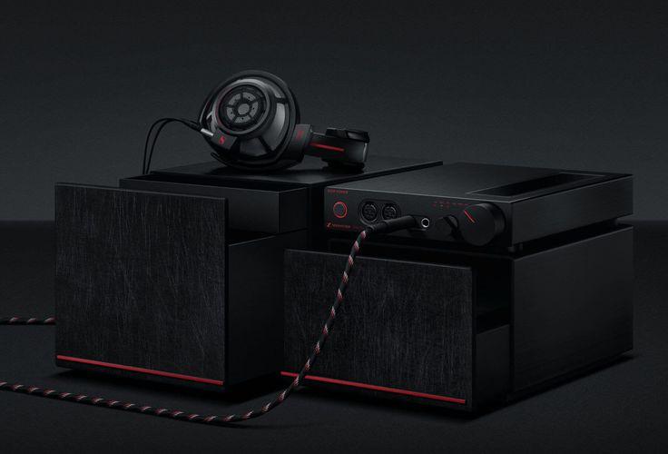 Sennheiser en Dior Homme lanceren een gezamenlijke collectie luxe hoofdtelefoons met bijpassende tassen en beschermhoezen.