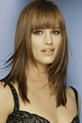 Jennifer Garner...great color, great cut, great bangs. Love her. Understated hotness and a normal life. Young Hollywood, look and learn.