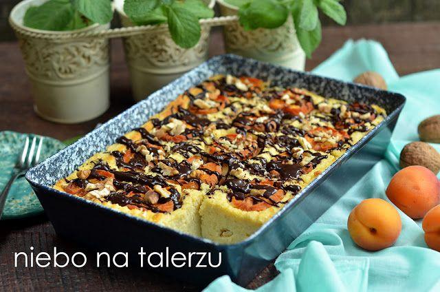 Ciasto z kaszy jaglanej z morelami lub brzoskwiniami. Zdrowe i smaczne, co nie zawsze jest oczywiste w tym połączeniu. Bez glutenu, mąki i cukru.