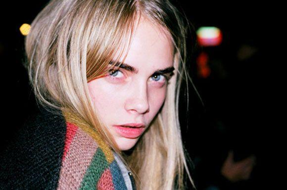 Cara Delevingne | Bizar: Beauty campagne verboden in Australië omdat modellen niet lachen