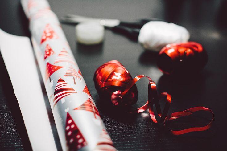 I libri sono, si sa, un classico regalo natalizio, ambito da chi ama la lettura, di facile riciclo e di scambio per chi non sa apprezzarla.