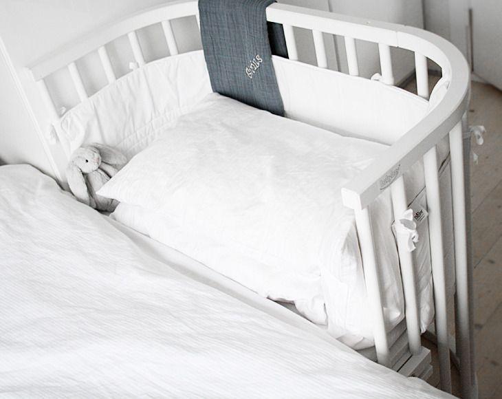 Kan vist fås i hvid, uden gavl men er dyr (fra 7000,  cirka) senge ...