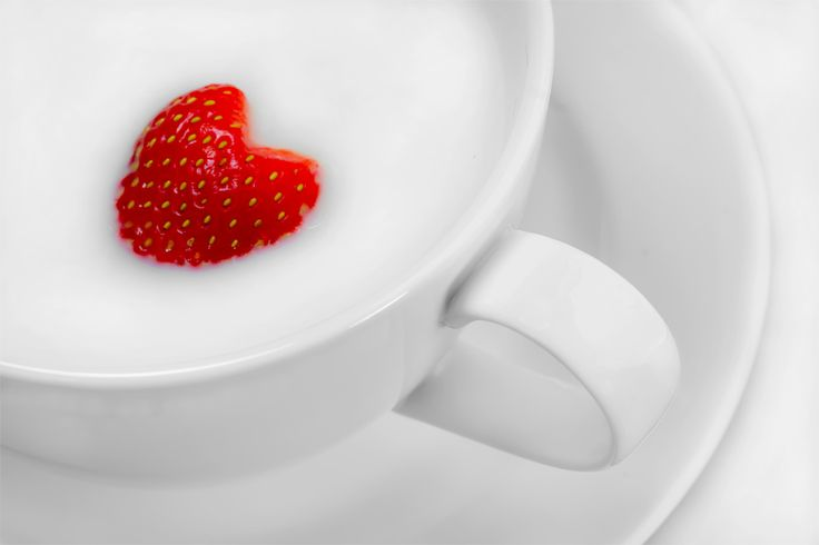 :-)Heart Heart, Ruby Red, China Cups, Red Strawberries, Heart Desire, White China, Heart Strawberries, Strawberries Heart, Heartbeatoz Strawberrymilk