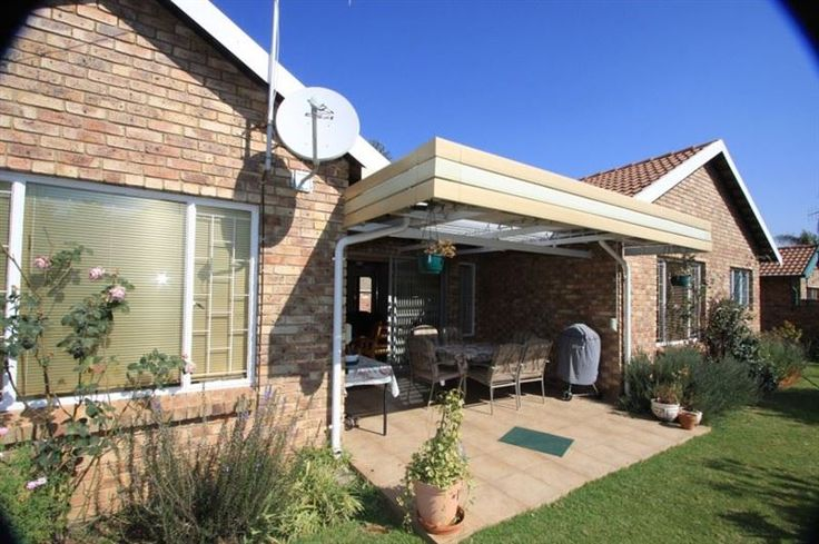 Swallows Rest - Enjoy a private comfortable home-from-home stay at Swallows Rest....best of all in a safely secured quiet cul-de-sac close to the Elardus Park and Cornwall View shops. Includes DSTV, 24/7 Security and ... #weekendgetaways #pretoria #southafrica