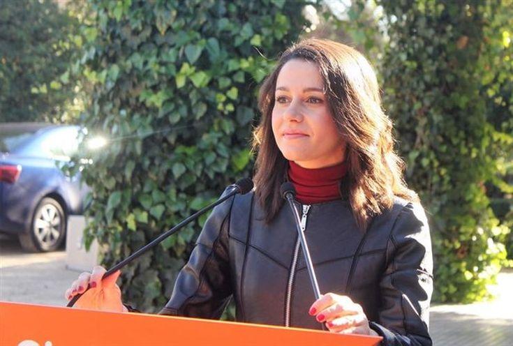 Arrimadas pide tranquilidad a PP y PSOE y recuerda que la Mesa del Parlament es un órgano clave