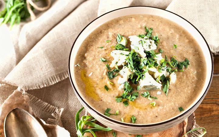 İştah kontrolü ve doygunluk hissi oluşturmasıyla da kilo kontrolü sağlayan çorbalar, vitamini bol-kalorisi az bir öğün için yaz/kış soframızda yer almalı.