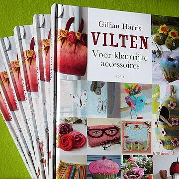 Net verschenen: het boek VILTEN voor kleurrijke accessoires. Gillian Harris staat bekend om haar heel eigen kleurgebruik. Zij laat je in dit boek kennis maken met alle belangrijke vilttechnieken. 17,95 euro.