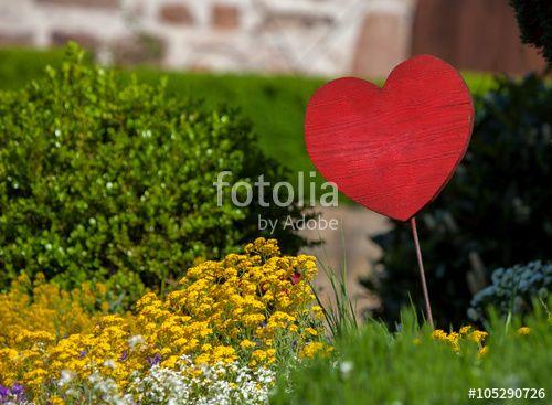 """Laden Sie das lizenzfreie Foto """"Herz im Garten"""" von Photocreatief zum günstigen Preis auf Fotolia.com herunter. Stöbern Sie in unserer Bilddatenbank und finden Sie schnell das perfekte Stockfoto für Ihr Marketing-Projekt!"""