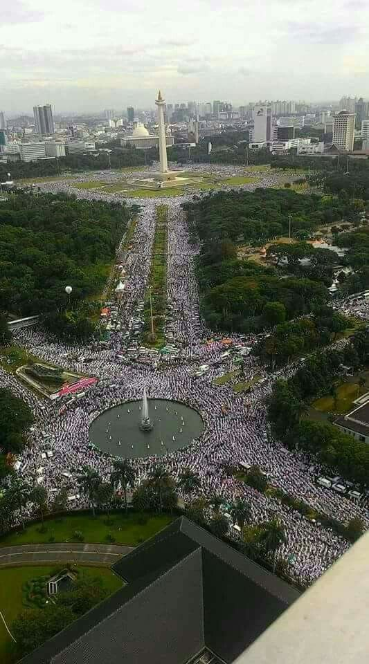 One of the largest Jumm'ah prayers in history was organised today in Indonesia. Over 2.5 million people were estimated to have prayed it. (share)