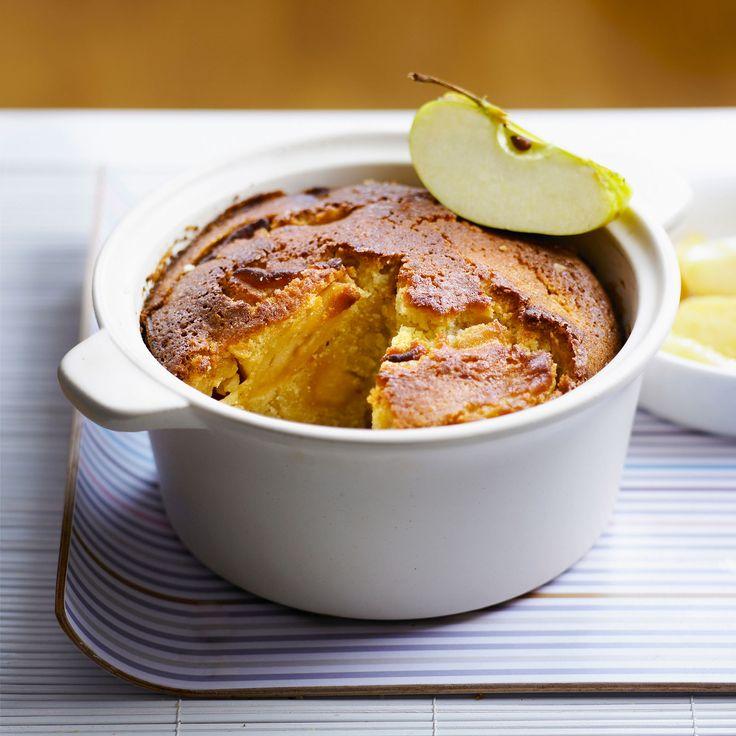 Découvrez la recette Quatre quart aux pommes et au miel sur cuisineactuelle.fr.