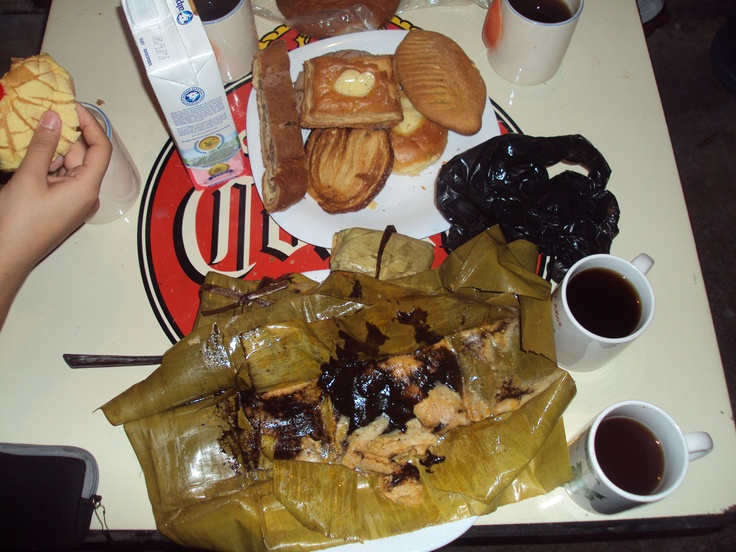 Tamales de mole negro with coffee and pan dulce.