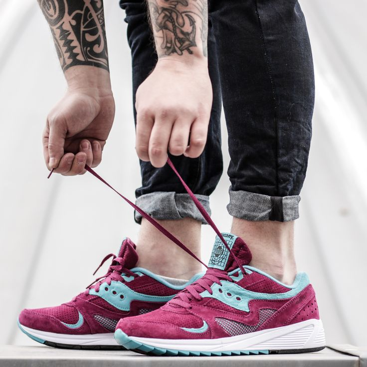 Who said that men can't wear pink? Just look.  Saucony Grid 8000 Merlot: http://www.footshop.eu/en/mens-shoes/7420-saucony-grid-8000-merlot.html  #saucony #unisex #footshop