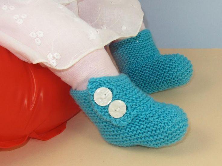 Baby 2 Button Garter Stitch Booties  - via @Craftsy