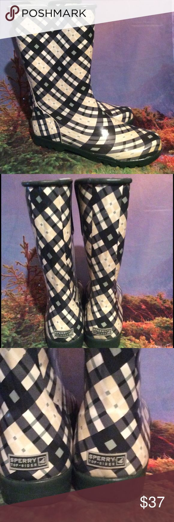 Sperry Topsider rubber rain boots size 9 Great condition Sperry rubber rain boots. Size 9. Great preowned condition super cute and stylish a little bit of elastic for the calf. Great tread. Sperry Top-Sider Shoes Winter & Rain Boots