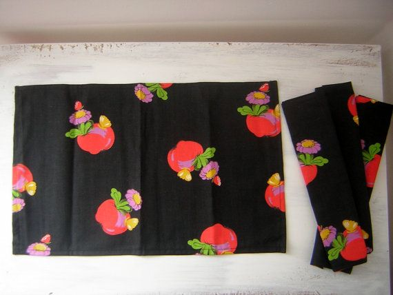 Hey, I found this really awesome Etsy listing at https://www.etsy.com/listing/262836036/vintage-fabric-set-of-4-napkins-apple