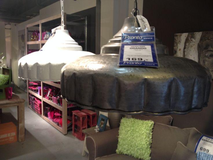 Gezien bij Pronto; industriële lampen in witte of metaal uitvoering