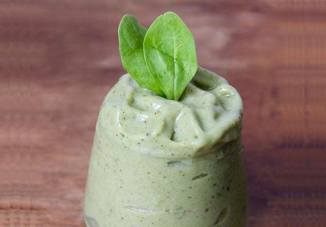 Zielony koktajl jak zielone lody szpinakowe