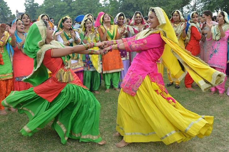 Here are more pictures of how women dress up while celebrating Baisakhi festival that North India welcomes New Year with. #India #HinduCalendar #Punjab #Haryana #BaisakhiFestival #NorthIndia #NewYear #travel #trip #tour #yolo #usa #UCLA
