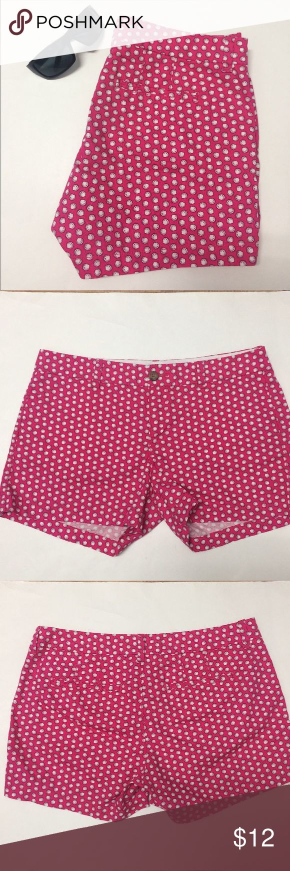 """Old Navy Women's Shorts Pink Sea Shells Size 10 Great pre-owned condition! Cute and bright, perfect for summer! 2 front pockets and 2 back pockets.      Waist(side to side) 16.5"""" Length(top to bottom) 12"""".   100% Cotton. It is from summer 15' Shorts"""