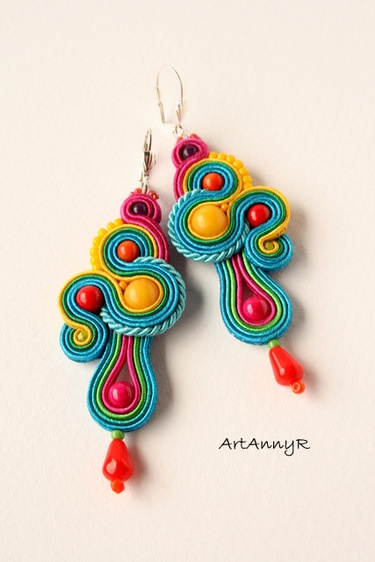 Inspiration for polymer clay : Kolczyki LOLIPOP sutasz (soutache).  A soutache is narrow flat decorative braid, a type of galloon, used in the trimming of drapery or clothing