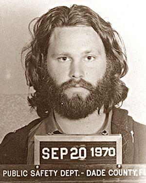 JIM MORRISON - Motivo: Ficar nu no palco em Miami, em 1969
