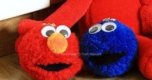 Lindos llaveros de elmo  y  el come galletas .  Si eres fanatico de estos 2 divertidos personajes  de plaza sesamo (elmo y el come galletas)...