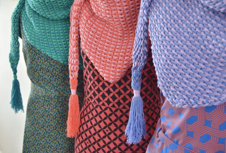 Tunisch gehaakte sjaal van ByClaire gemaakt met ByClaire Softmix. Wat een leuk effect geeft het gebruik van twee kleuren zeg. Heel mooi.