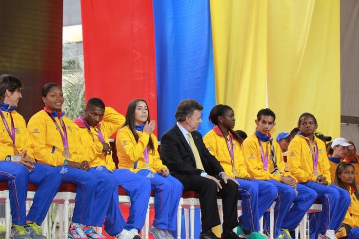 Reunidos con el Presidente Juan Manuel Santos.  Crédito Miltón Ramírez/MinCultura 2012