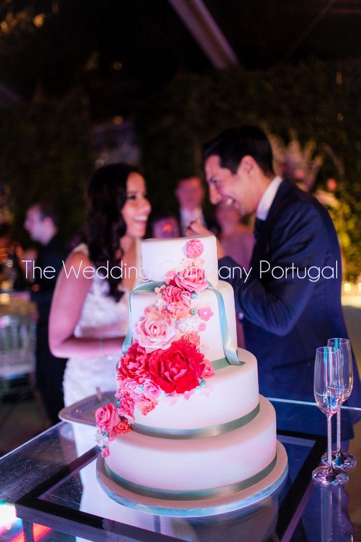 Tiffany blue & Pink Wedding cake.  Wedding by The Wedding Company - Portugal.  Photo by Catarina Zimbarra Photography.