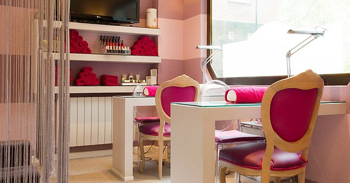 Imagen de http://www.nailscouture.net/wp-content/uploads/2012/12/Nails_Couture_Salon_2_big.jpg.