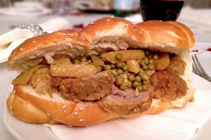 """La recette: Boulettes de Shabat, via le site """"Les Recettes de ma Mère"""" (boulettes,chabat,chabbat,petits pois,plats,recette).  http://lesrecettesdemamere.net/recette/boulettes-de-shabat/"""