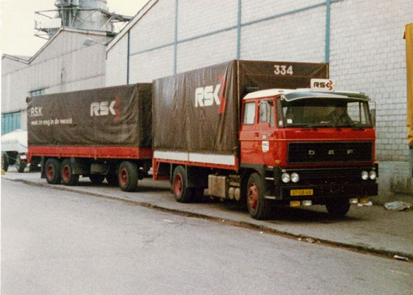 DAF  FA 2800 4x2 met huifaanhanger van R.S.K. te Groningen