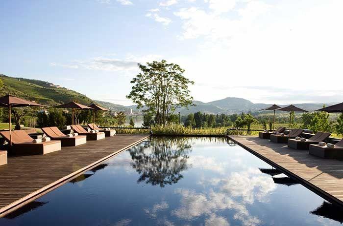La piscine de l'hôtel Six Senses dans la vallée du Douro au Portugal