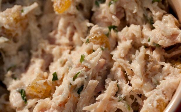 Aprenda a fazer pasta de frango defumado com maionese de wasabi