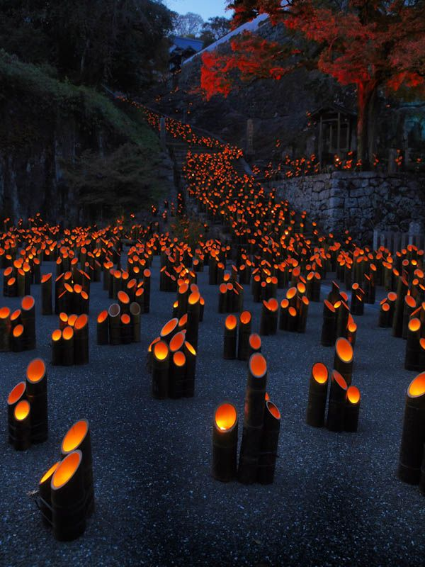 During this festival, about 20,000 lanterns are lit, drawing the viewer into a world of fantasy.Oita,Japan