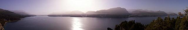 Lago Traful bajo las cenizas del volcán Chaitén en 2008