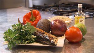 Recept: quinoa salade met gerookte makreel en avocado