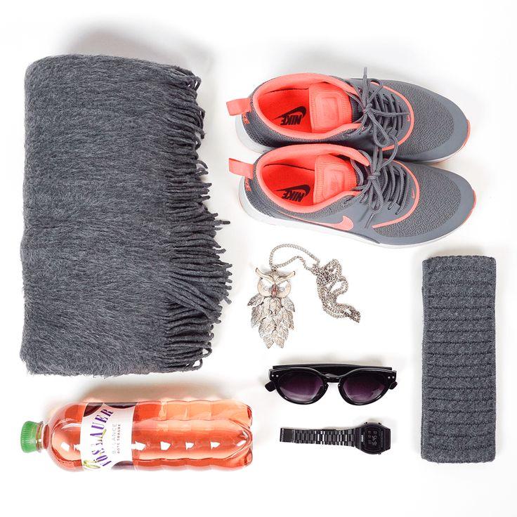 An grauen Herbsttagen tragen wir rote Traube. #vöslauerbalance #essentials #jungbleiben
