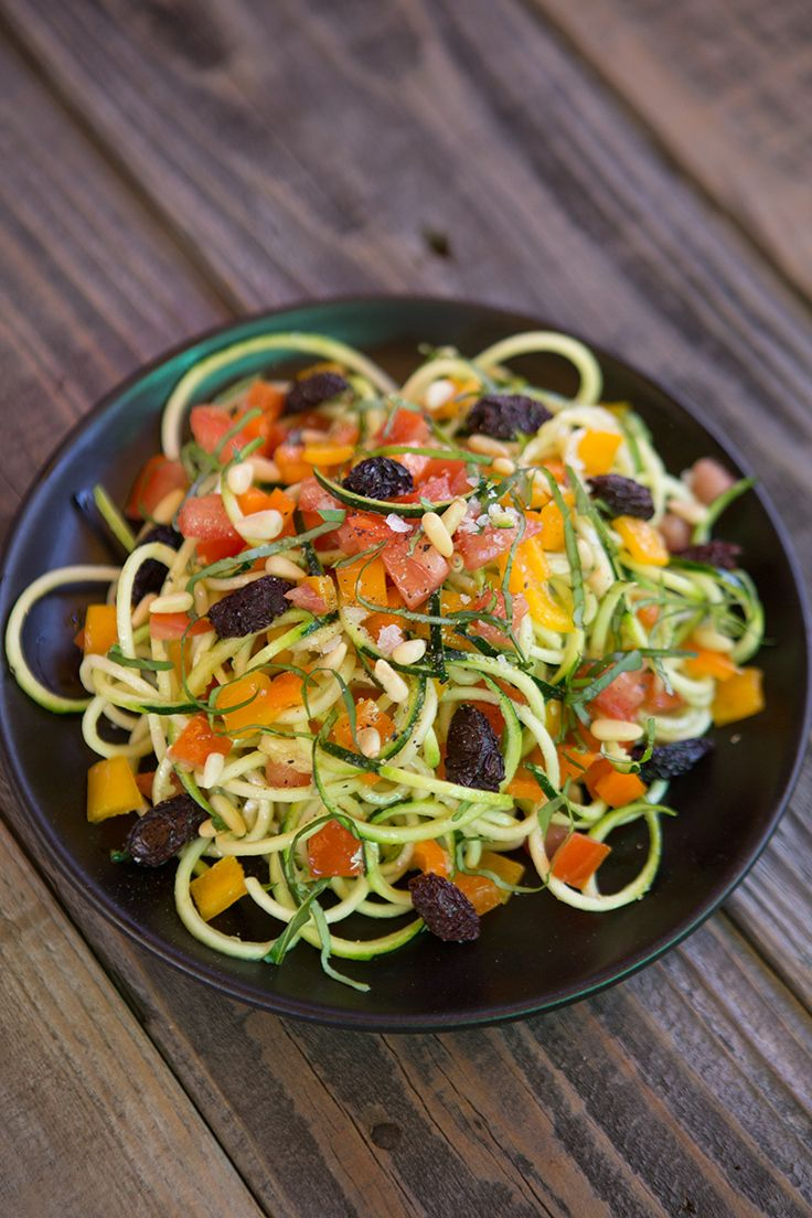 Zucchini Noodles Al Dente #raw #detox #zoodles http://greatist.com/eat/recipes/zucchini-noodles-al-dente