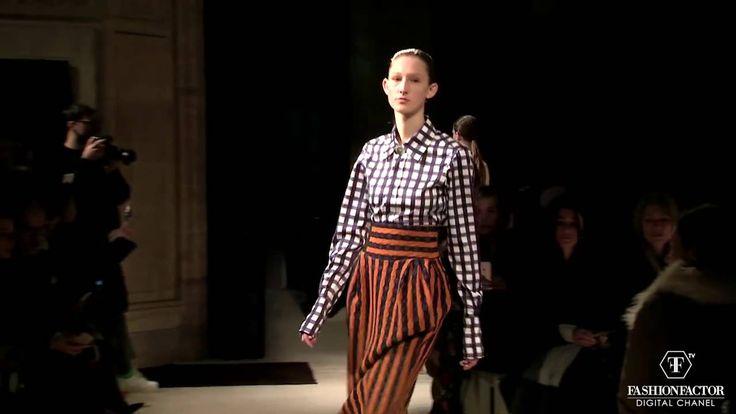 Victoria Beckham: prints, silhouettes, exclusive designs. Find how her runway struck this summer